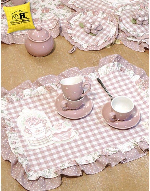 Tovaglietta americana Angelica Home & Country Collezione Rose Couture con stampa gommata Variante tazze