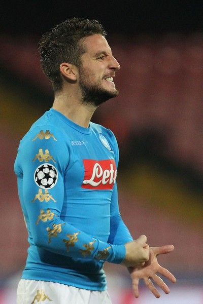 Napoli's forward from Belgium Dries Mertens reacts during the UEFA Champions League football match Napoli vs Dynamo Kiev on November 23, 2016 at the San Paolo stadium in Naples. / AFP / Carlo Hermann