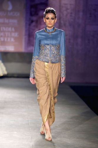 Anju Modi at India Couture Week 2014 #ICW2014 #anjumodi #sherwaniwithdhoti