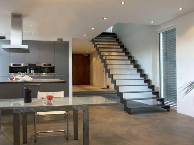 Treppe, Stahltreppe, Wangentreppe, geradläufig