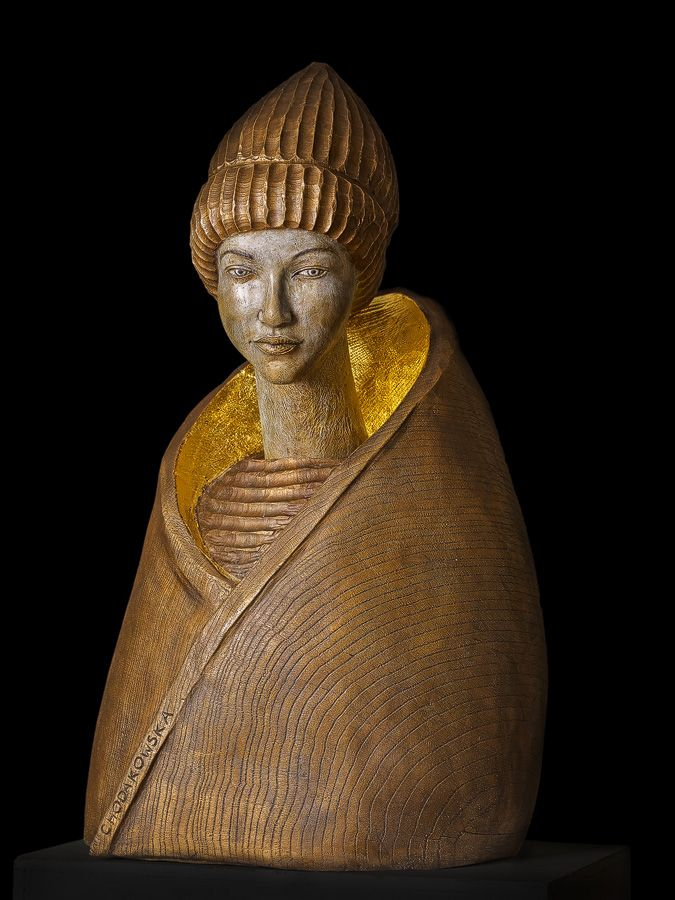 Goldkragen, Skulptur, Plastik aus Bronze, vergoldet, vor schwarzem Hintergrund, von Malgorzata Chodakowska