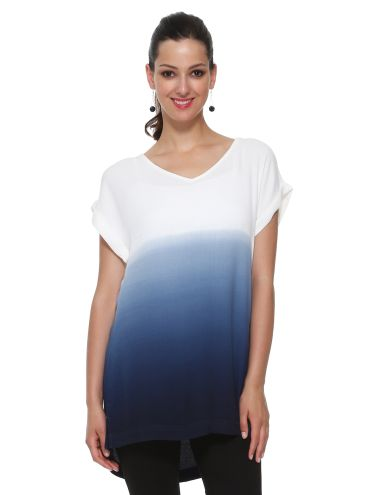Featuring a dip-dye ombre effect, this long top has a V-neck and short-sleeves.