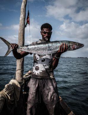 Život rybára je fyzicky nesmierne náročný. Na vlastnej koži si to vyskúšal Teo Gregas, ktorý strávil mesiac v rybárskej dedine Kipina v Keni.