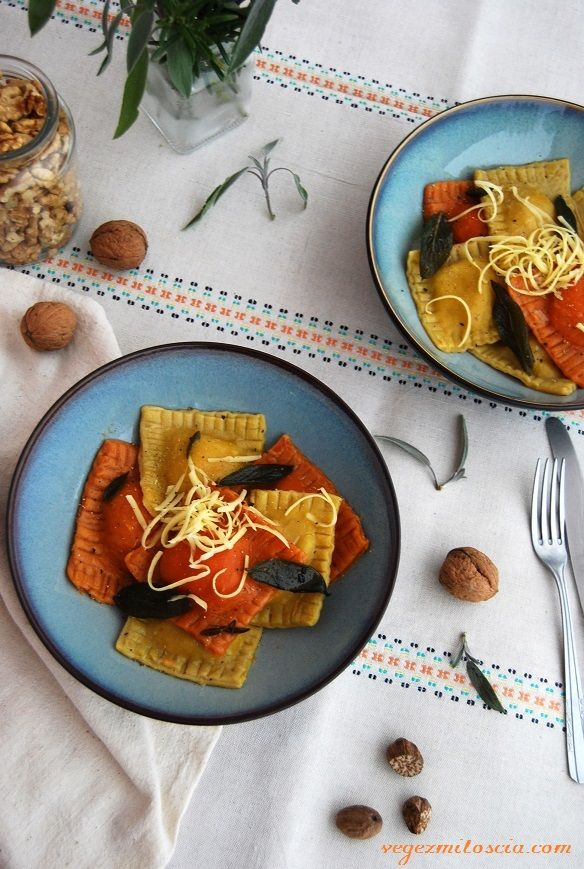 Two-colour ravioli with pumpkin, red lentil and tofu | vegan | Vege z Miłością | vegezmiloscia.com
