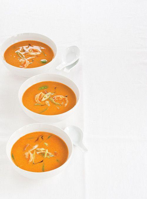 Soupe thaïe aux crevettes et au lait de coco J'ai rajouté de la pâte de cari, vermicelle de riz puis un peu de sauce forte sriracha. Très bonne recette!! (Choisissez pois mange tout, et non brocoli; choix personnel mais semble mieux).