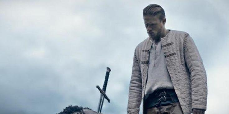 Rei Arthur: A Lenda da Espada: Jude Law se destaca em novo pôster do filme