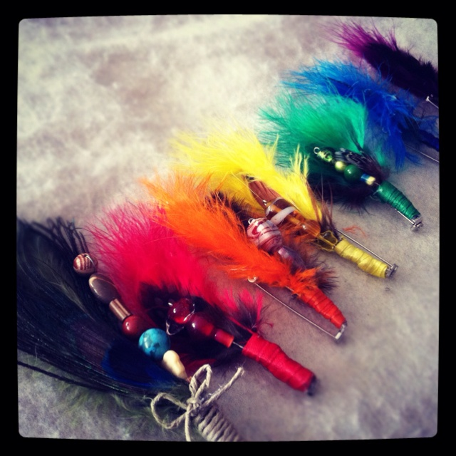 Feather boutonnieres for the gents. #diy #rainbow #wedding