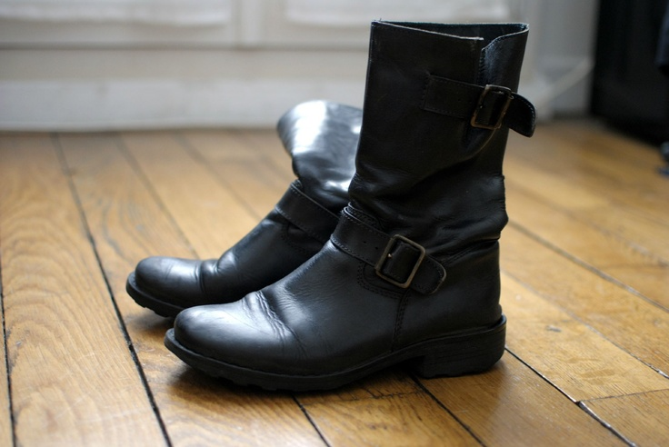 motardes grises teintées au cirage noir .. bluffant !!       biker tinted (colored ? dyed ? ) gray to black polish