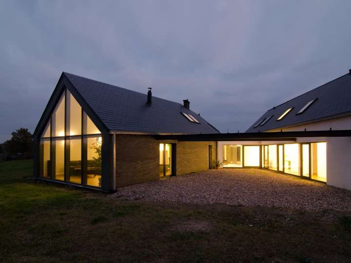 Unique Triangle Shaped Metal Home Pictures Amp Stats Modern Barn House Building Homes