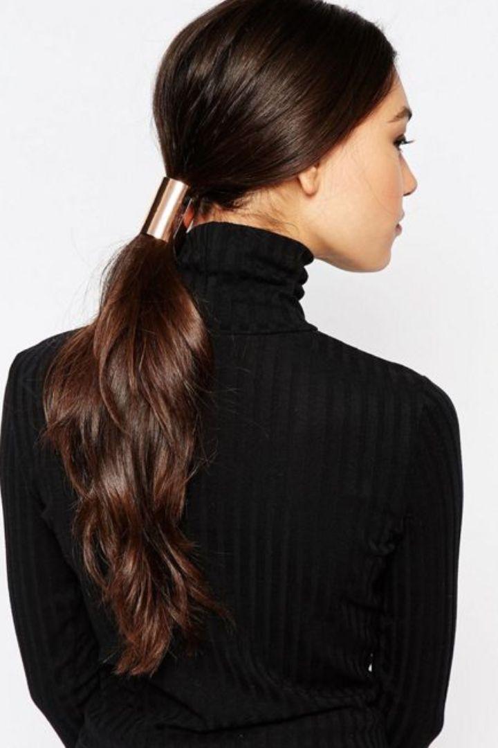 Cet Automne, On Habille Nos Tenues les Plus Simples Avec des Accessoires Pour Cheveux