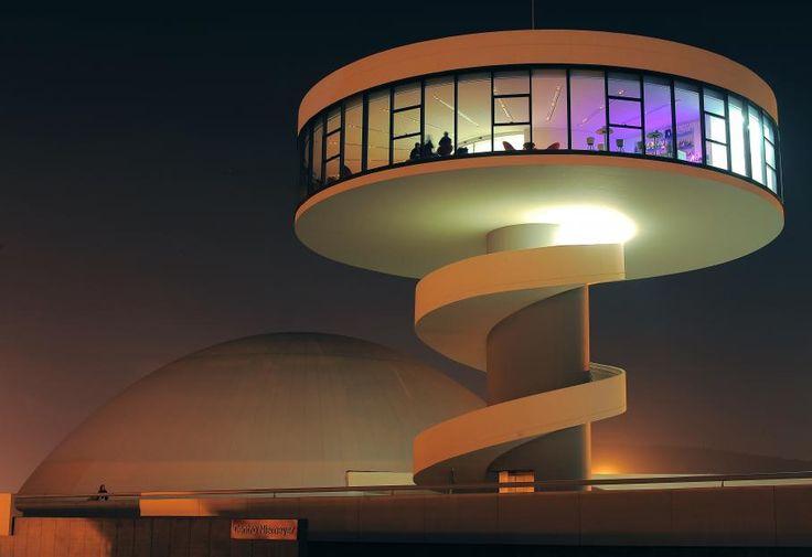 Oscar ribeiro de almeida de niemeyer soares est un for Architecture 20eme siecle