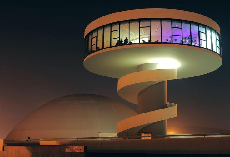 Oscar ribeiro de almeida de niemeyer soares est un for Architecture celebre