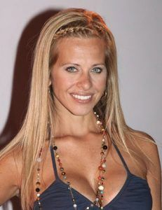 dina-manzo-long-straight-cut