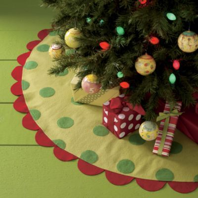 LOVE this tree skirt from Land of Nod. It's not available anymore, but I could figure out how to make it.: Idea, Polka Dots, Treeskirt, Christmas Trees Skirts, Beautiful Christmas Trees, Holidays Decor, Felt Trees, Christmas Decor, Christmas Tree Skirts