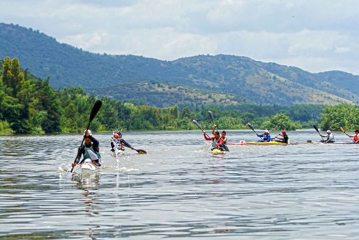Kayak en el rio Maule, Constitucion, region del Maule.