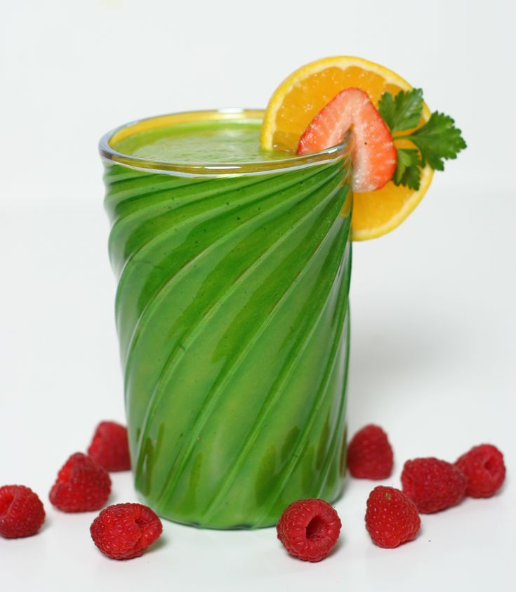 """From my blog: read """"Why I'm not a big fan of Green Smoothies"""" they are great for health but have some cons , click on the picture to read the post #greensmoothie #vegan"""