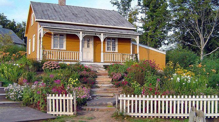 Aménagement extérieur d'une façade de maison champêtre