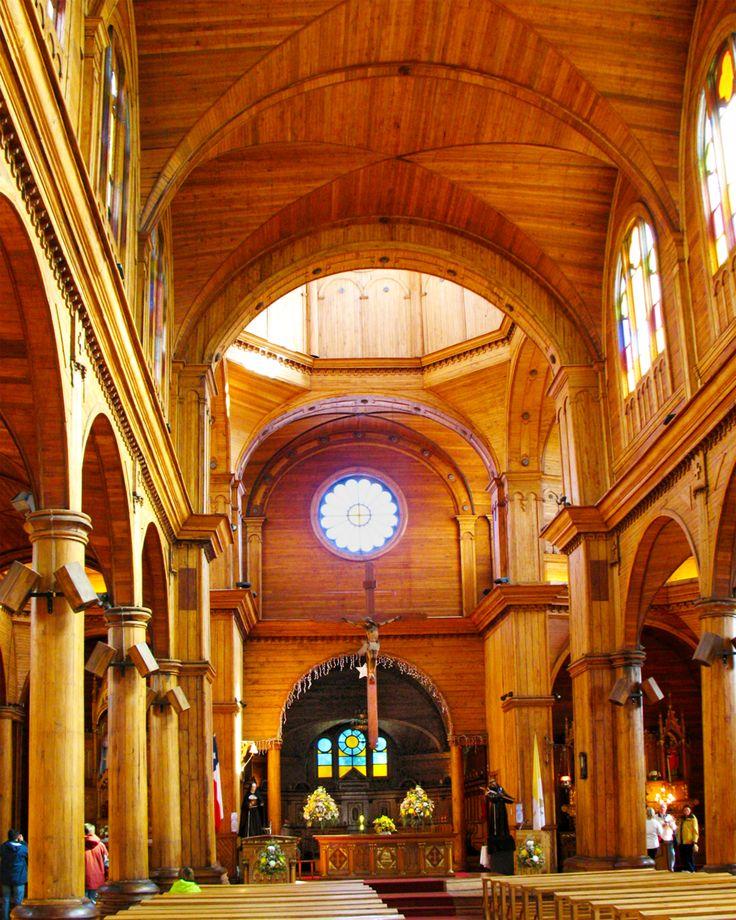 http://upload.wikimedia.org/wikipedia/commons/6/64/20080110_Interior,_Iglesia_de_San_Francisco,_Castro,_Isla_Grande_de_Chilo%C3%A9,_Chile.jp...