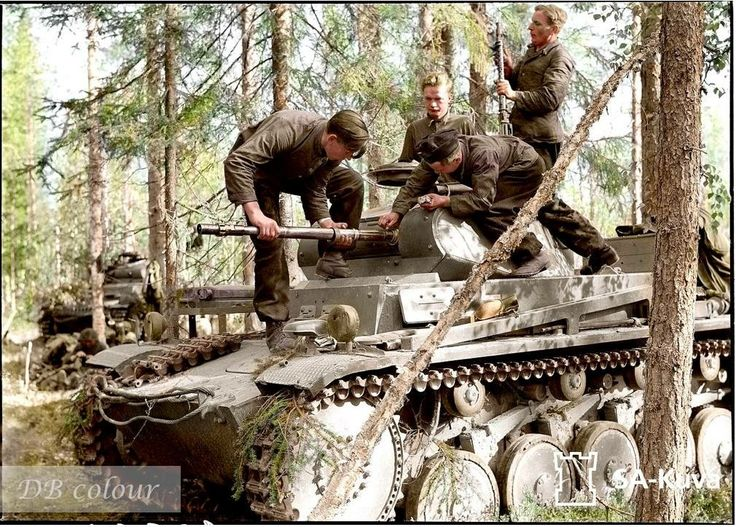 The 3 man crew of a Panzer II removing or replacing the 30mm barrel for cleaning purposes. This is the Panzer-Abteilung z.b.V.40 unit in Raatevaara, Finland. 27th June 1941.