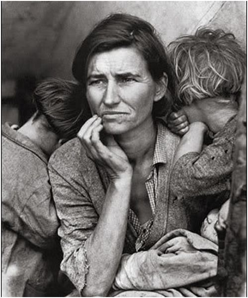 Taken in 1932 during the great depression, this is a snap of a mother who sold her tent to feed her seven children.