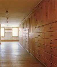Shaker practicality - a wall full of drawers and storage. buil-in wooden closet. shaker furniture. una parete di armadi a muro e cassetti di legno  #closet