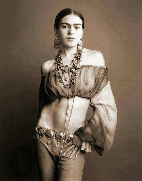 Frida Kahlo- NOW I see why people thought she was sexy!  Where has this picture been???