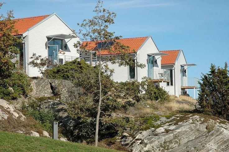 Högt uppe på Härlidsberget ovanför Grebbestadkilen har Liljewall arkitekter ritat fristående passivhus...