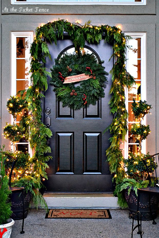 Exterior, Minimalist Christmas Decorations For Front Door That Will  Beautify Home Entrance Also Exterior: 26 Fascinating Christmas Front Door  Decorations ...