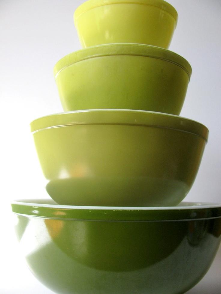 Pyrex Verde Mixing Bowl Set.