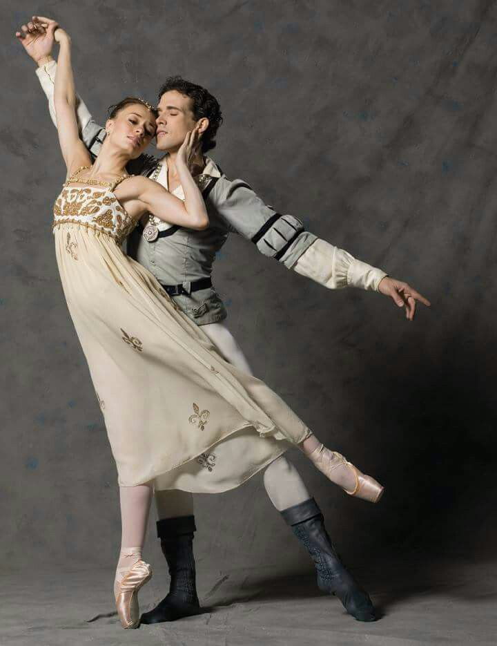 "Jennifer Carlynn Kronenberg and Carlos Guerra # Miami City Ballet # ""Romeo and Juliet"" # photo: 2009/Lois Greenfield"