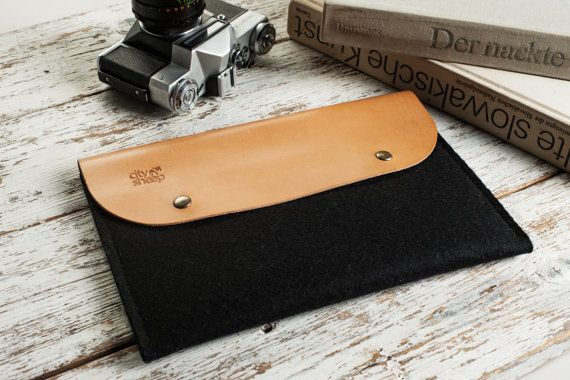 Vegetable tanned leather ipad case by CitySheep.lt. Two sections, magnetic buttons.