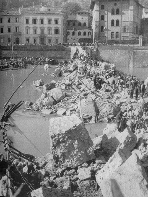 1942-1945: Ponte alle Grazie after bombing during World War II