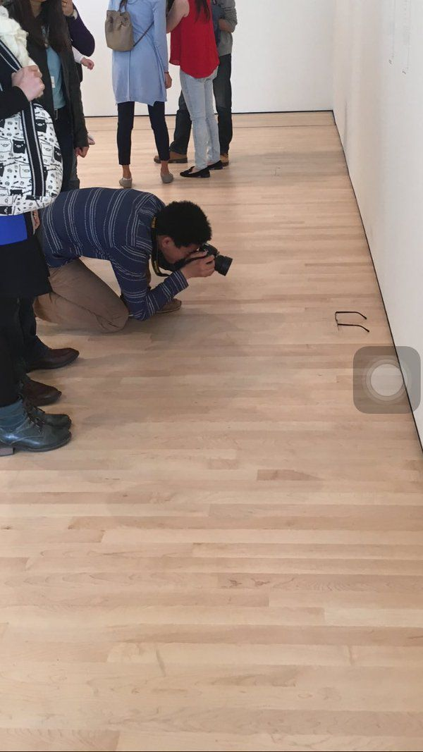 """teejay auf Twitter: """"LMAO WE PUT GLASSES ON THE FLOOR AT AN ART GALLERY AND... https://t.co/7TYoHPtjP8"""""""