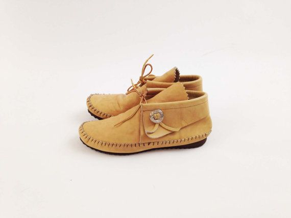 Vintage Fold Over Moccasins by Taos from the late 1970s or early 1980s !  Made of a light tan leather body with brown top stitching, brown/yellow