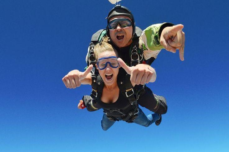 Sentir la caida a 200 kms/h es una sensación única e irrepetible. Te animas? #saltoparacaidas #paracaidismobarcelona