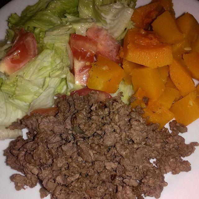 Almoço de hj,abóbora cozida,patinho moído e salada.Um bom almoço à tds 😍 #almoco #instafit #fitfood #fit #saudavel #reeducaçãoalimentar