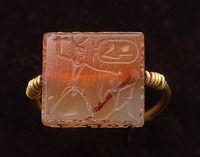 Moyen empire  Bague à scarabée-sceau, au nom du prêtre Imenemhat or, stéatite émaillée egypt Site officiel du musée du Louvre