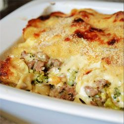 Kayotic Pasta Gratin. Meat, pasta and veggies covered with a delicious cheese sauce. Easy step-by-step photo directions.
