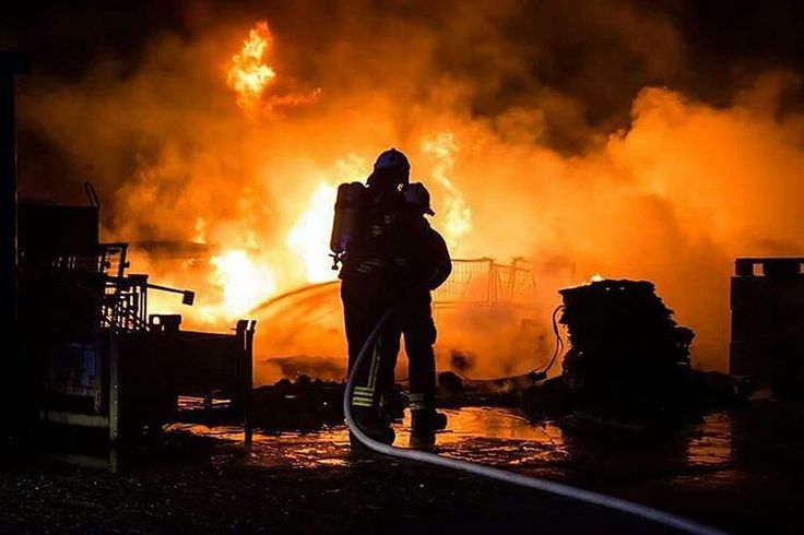 FEATURED POST  @christophersharms -  Structure Fire in #hoppegarten near #berlin  Christopher Sebastian Harms . . TAG A FRIEND! http://ift.tt/2aftxS9 . Facebook- chiefmiller1 Periscope -chief_miller Tumbr- chief-miller Twitter - chief_miller YouTube- chief miller  Use #chiefmiller in your post! .  #firetruck #firedepartment #fireman #firefighters #ems #kcco  #flashover #firefighting #paramedic #firehouse #straz #firedept  #feuerwehr #crossfit  #brandweer #pompier #medic #firerescue…