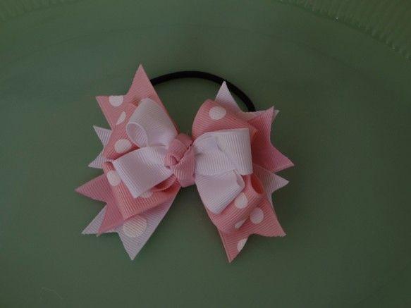 ピンクに白の水玉の甘いヘアゴムになります。少し小さめの大きさになりますので、ツインテール丁度良い大きさです。甘いピンクベースでお子様はもちろん、少し小ぶりです...|ハンドメイド、手作り、手仕事品の通販・販売・購入ならCreema。