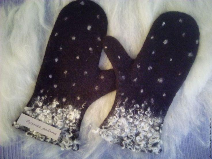 Купить варежки Заснеженные - снежинки, белый, черный, ручная работа, шерсть 100%, шерсть меринос
