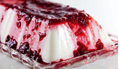 Terrine de Iogurte Grego com Calda de Frutas Vermelhas