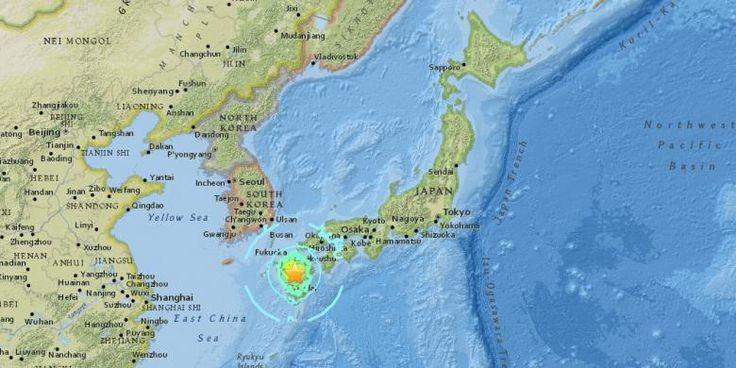 Khawatir bencana susulan 240.000 korban gempa Jepang masih bertahan di pengungsian  OZU (Arrahmah.com) - Ribuan korban selamat di Jepang selatan bertahan dan bermalam di tempat-tempat pengungsian setelah gempa besar melanda Pulau Kyushu beberapa hari lalu.  Tercatat lebih dari 240.000 orang dievakuasi karena khawatir cuaca ekstrem berupa hujan deras akan mengakibatkan tanah longsor dan kerusakan yang lebih parah.  Sebelumnya Perdana Menteri Jepang Shinzo Abe mengungkapkan sebagian besar…