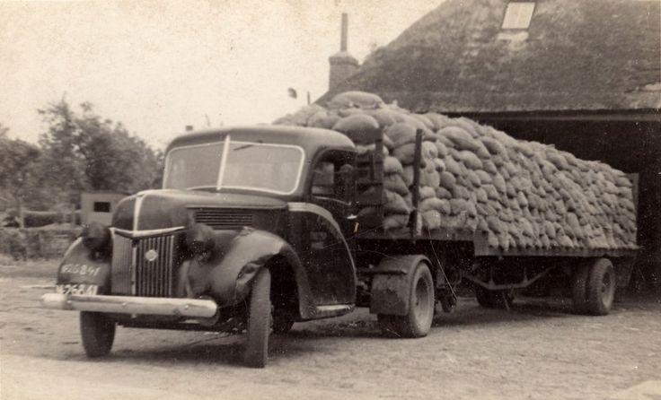 Ford M 26241 Transportbedrijf Sterkens uit Made | 1944.