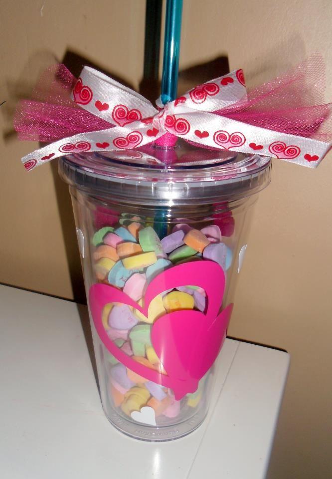 Vaso con vinil relleno de dulces! Un detalle especial para un cumpleaños