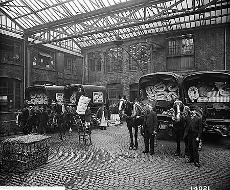 Heal And Son Limited, Courtyard, 195-199 Tottenham Court Road, London 25 Mar 1897
