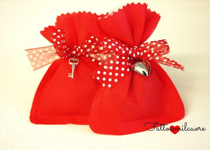 sacchetto laurea con nastro a pois realizzata da fattoconilcuore, visita il mio shop http://www.misshobby.com/fattoconilcuore