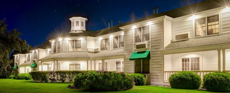 The Ashbrooke is one of the only Door County hotels with an adults only atmosphere, offering specials and discounts for a romantic getaway in Door County.