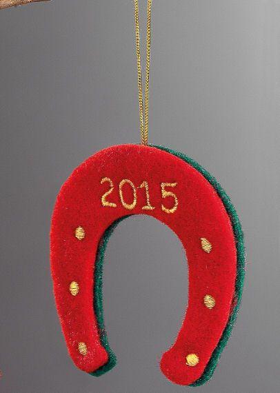 www.mpomponieres.gr Χριστουγεννιάτικο κρεμαστό στολίδι για το δέντρο σας σε σχήμα πέταλου φτιαγμένο από τσόχα με κεντημένη την χρονολογία 2015. Η διάσταση για το διακοσμητικό πέταλο είναι 15Χ7.5 cm. #burlap #christmas #ornament #felt #xmas