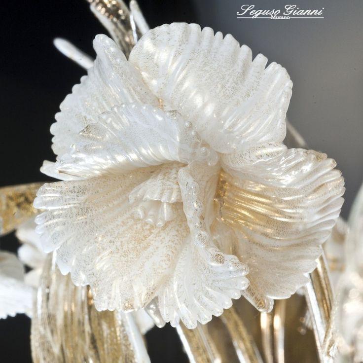 Murano glass, gold flower detail #muranoglass #murano #chandelier #lighting #glassflower #seguso #yourmurano #flower